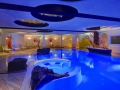 w-indoor-pool_bei_nacht_hotel_almesberger