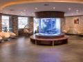 eingangsbereich_mit_aquarium_leading_family_hotel_resort_alpenrose