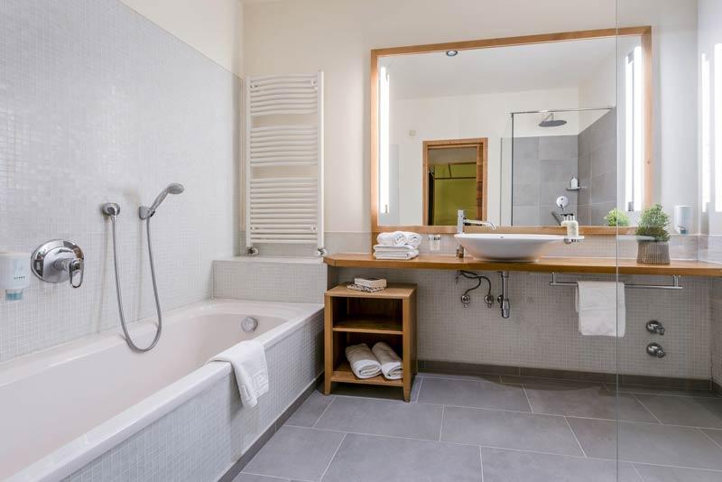 badezimmer_mit_badewanne_c_guenter_standl_hotel_botango