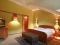 doppelzimmer_mit_gruener_wandfarbe_c_tobias_mueller_hotel_botango