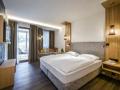 schlafzimmer_mit_doppelbett_und_balkon_c_guenter_standl_hotel_botango