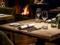 IHK_Restaurant-Carnozet_Tische_Kamin_2018