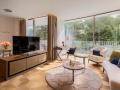The-Fontenay_Executive-Suite_Wohnzimmer-mit-TV
