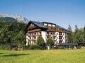 Aussenansicht_im_Sommer__Hotel_Der_Loewe