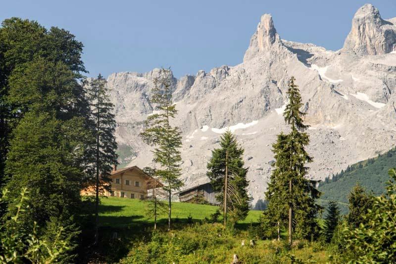 blick_auf_die_berge_und_das_berghaus_gauertal_c_patrick_saely_hotel_montafoner_hof