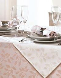 Neuinterpretationen von feiner Tisch- und Hotelwäsche