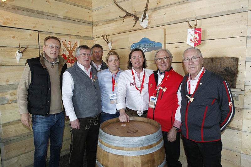 Die Arlberg Lounge ist eröffnet - mit wehenden SCA Fahnen