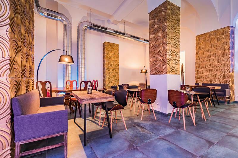 Lounge IQ Bar
