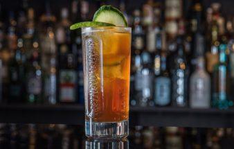 Sommer-Drinks mit Kräuterlikör und Limette