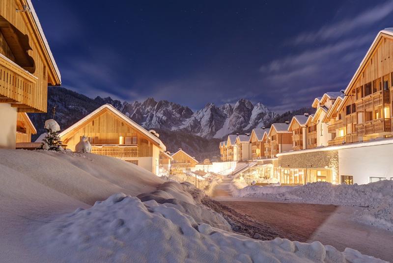 web_hotelansicht_im_winter_c_www_360perspektiven_at_leading_family_hotel_resort_dachsteinkoenig