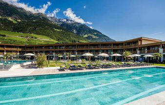 Entspannt an Pool und Bar – Prokulus